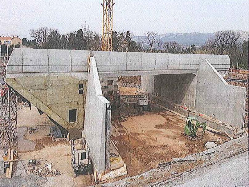 http://maligne-ter.com/les-arcs-grasse-nice-ville/wp-content/uploads/sites/18/2014/03/Pont-Rail-La-Seyne.png
